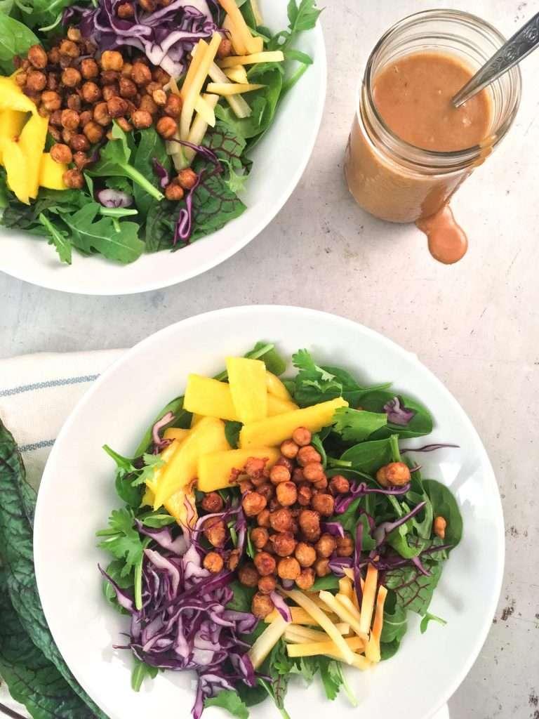 Salade asiatique avec pois chiches croustillants