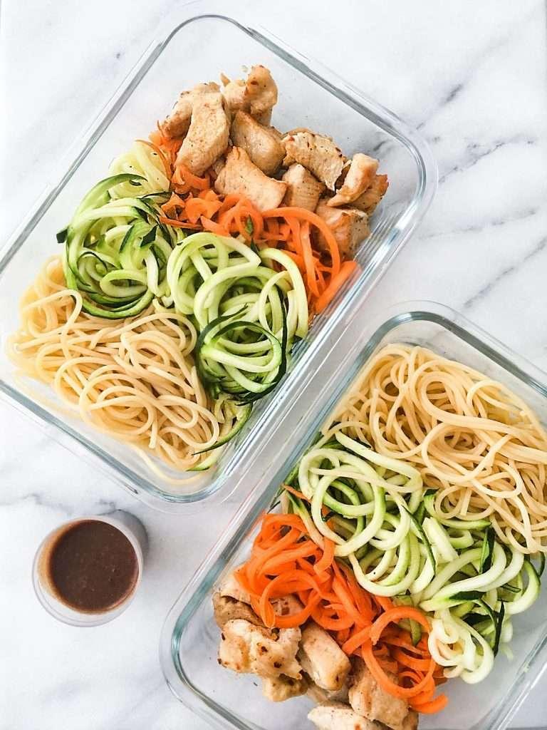 Recette meal prep - Salade de nouilles et légumes avec poulet ou tofu